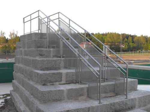 Treppe-in-einem-schwedischen-Schwimmbad-2-1080x810